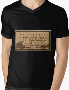 Benjamin K Edwards Collection New York Yankees baseball card portrait Mens V-Neck T-Shirt