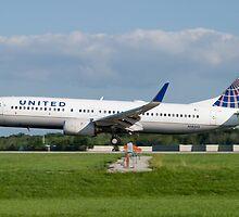 N18243 United Boeing 737-824 KCLE Aug 2011 by Henry Plumley