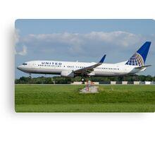 N18243 United Boeing 737-824 KCLE Aug 2011 Canvas Print