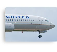 Nose Shot N76528 United Boeing 737-824 Approach Canvas Print