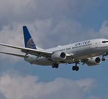 N77518 Side Shot United Boeing 737-824 by Henry Plumley