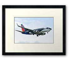 N715SW Southwest Airlines Boeing 737-7H4 Shamu Approach Framed Print