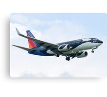 N715SW Southwest Airlines Boeing 737-7H4 Shamu Approach Canvas Print