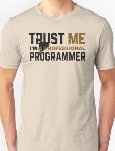 Programmer T-shirt: Trust me, i am a professional programmer T-Shirt