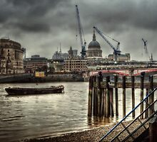 St Pauls in the rain by Alan E Taylor