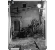 Around the Alleyway iPad Case/Skin
