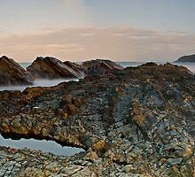 Dusky Rocks Pano by bazcelt