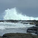 Crashing wave by Kerry  Hill