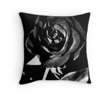 Fleur Noir Et Blanc Throw Pillow