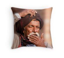 Turban Itch Throw Pillow