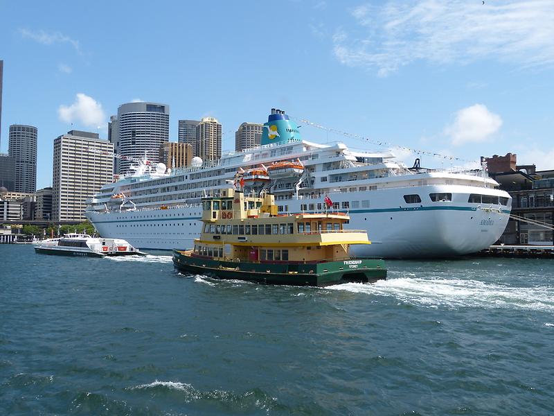 Sydney by PhotosByG