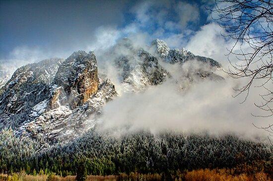 Misty Mountain by Dale Lockwood