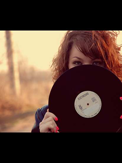 Vinyl Girl Black by rikovski