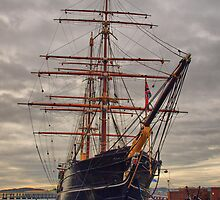 Discovery Dundee by kalaryder