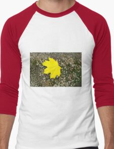 Single, large and yellow autumn maple leaf Men's Baseball ¾ T-Shirt