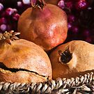 Pomegranate by Clockworkmary