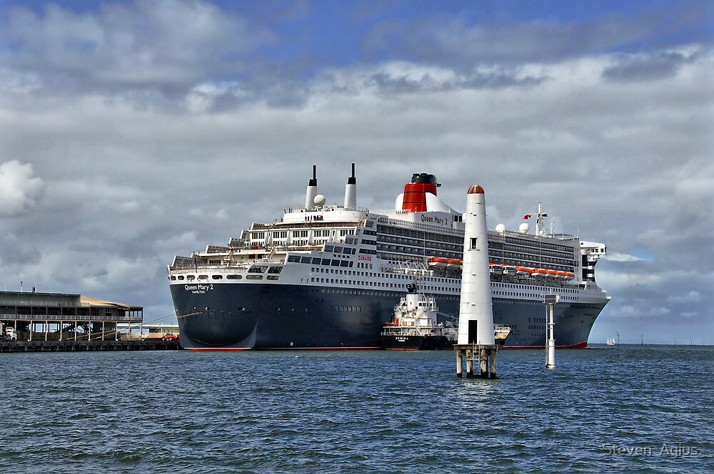Queen Mary 2 at Station Pier by Steven  Agius