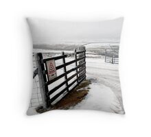 lune head farm Throw Pillow