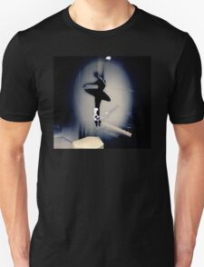 A Bailarina do Sótão (Piano Bar) Unisex T-Shirt
