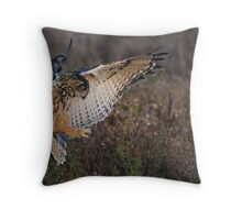 "Eagle Owl ""In for the kill"" Throw Pillow"