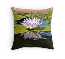 water  lillie. purple Throw Pillow