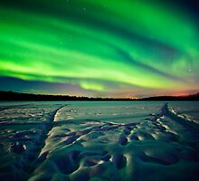 Beach Lake Aurora by mikewheels