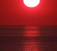 Bright Shining Sun - Red Sky - Red Ocean  -  Sol Brillante - Cielo Rojo - Oceano Rojo by Bernhard Matejka