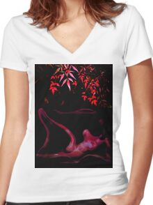 recling nude 1a Women's Fitted V-Neck T-Shirt