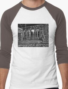 Beautiful courtyard with arches in black and white Men's Baseball ¾ T-Shirt