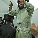Sabat jest jak wspaniały witraż – z zewnątrz nie widać jego piękna! jest radosnym wspólnym nabożeństwem  (Łuk. 4,16; Dz. 16,13 .Harcikn Dank ! A dank ojch zejer!  by © Andrzej Goszcz,M.D. Ph.D