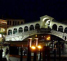 Rialto Bridge at night by supergold