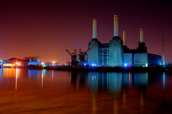 Battersea power station night shot by Dean Messenger