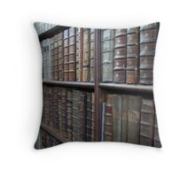 So much to read Throw Pillow
