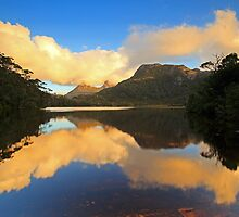 Cradle Mountain Lake Lilla by tinnieopener