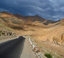 Descending from Khardung La by SerenaB
