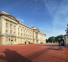Buckingham Palace - Through The Gates 2.1 by Yhun Suarez