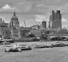 London, from Waterloo Bridge by Zamzara