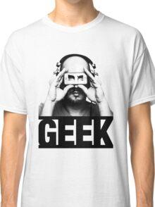GEEK slogan, nerd with headphones & iphone Classic T-Shirt