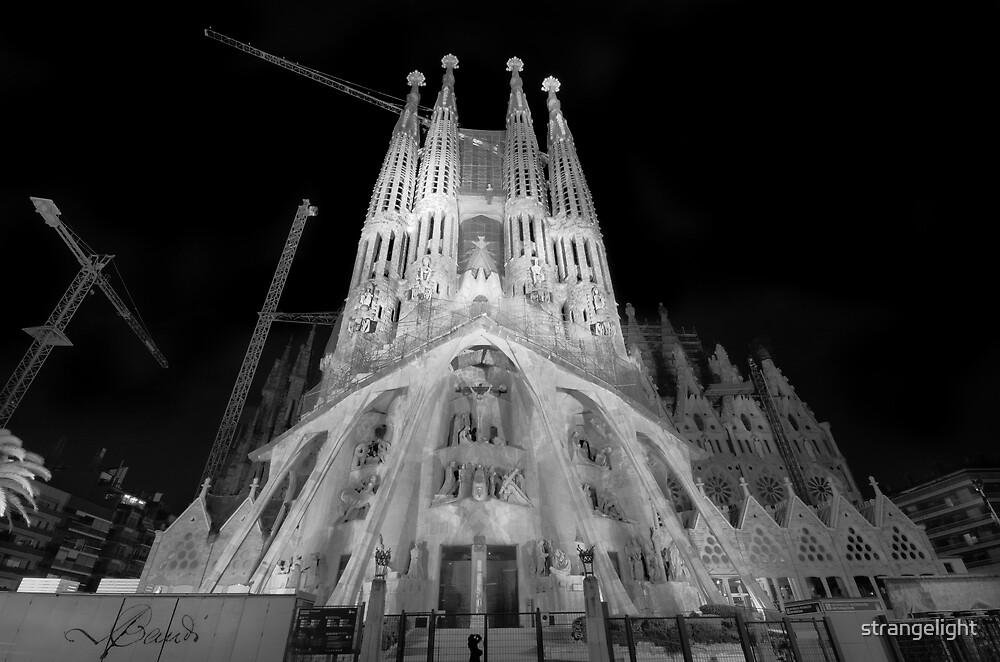 Basílica y Templo Expiatorio de la Sagrada Familia, Barcelona, Spain by strangelight