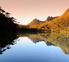 Lake Lilla, Cradle Mountain. Tasmania. by flyflicker