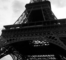 La Tour Eiffel  by Loveley Photography