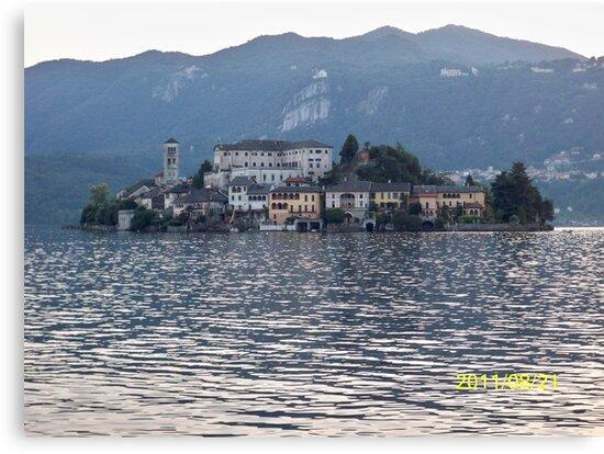 IL LAGO D'ORTA - ISOLA DI SAN  GIULIO - italia mondo 6500 vis.a Novembre 2015 -featured in italy 500+ & RB EXPLORE 14 NOVEMBRE 2011 --- by Guendalyn