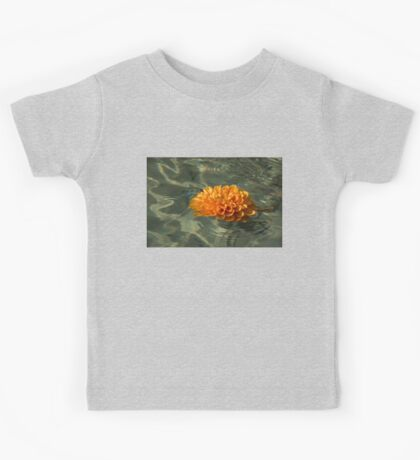 Floating Autumn - Chrysanthemum Blossom in the Fountain Kids Tee
