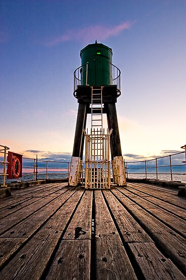 Whitby Lighthouse by hebrideslight