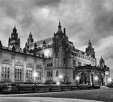 Kelvingrove Art Gallery & Museum at night B/W by Glaspark