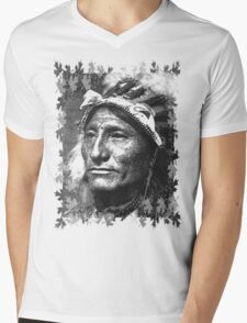 Vintage Native American Portrait In Black and White Mens V-Neck T-Shirt