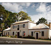 Lucini's - Hepburn Springs by Craig Holloway