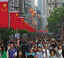 A Walking Street - Nanjing Lu by Michael Pross