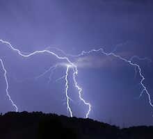 Streaked lightning by Ian Middleton