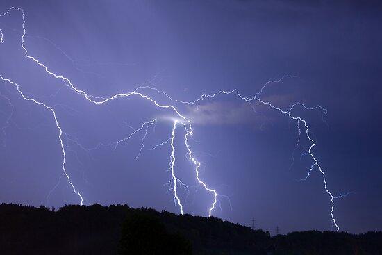 Streaked lightning by Ian Middleton